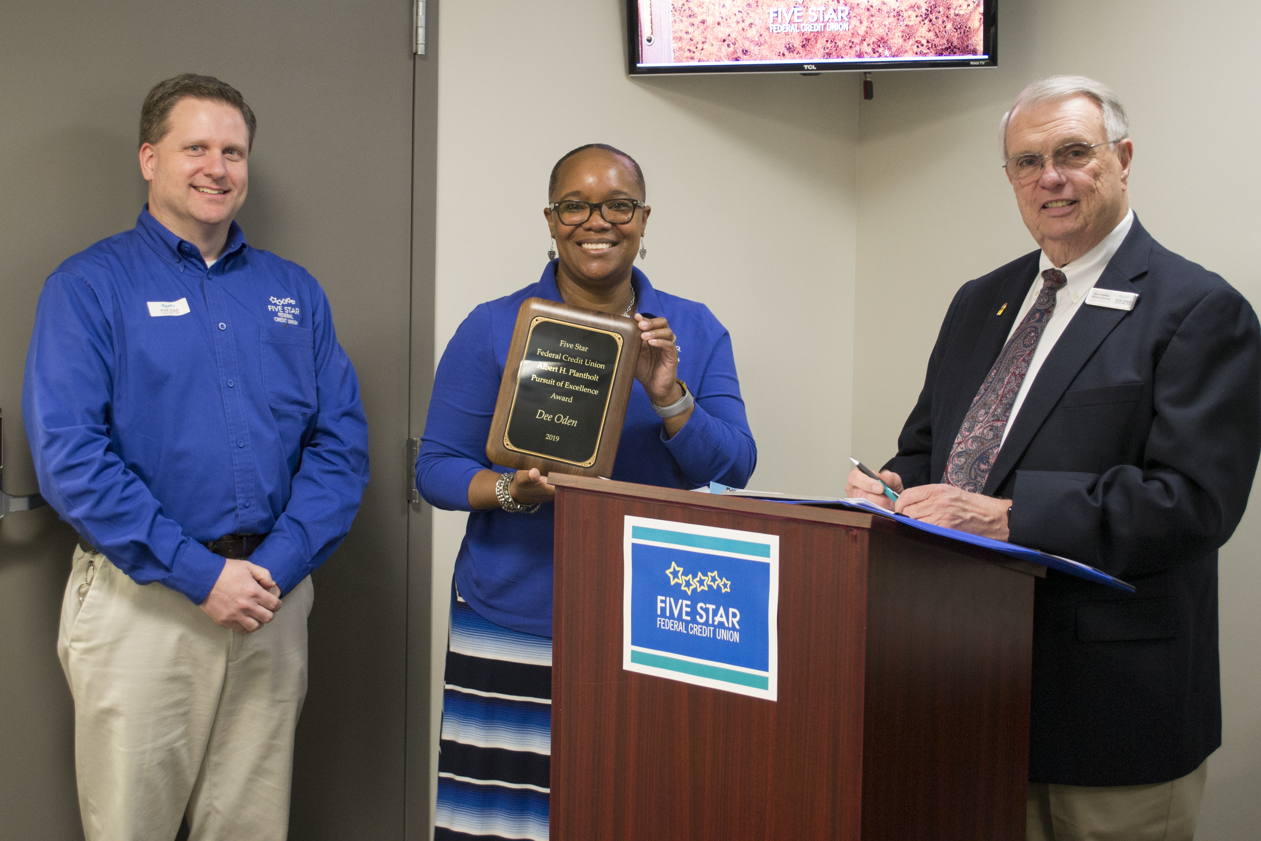 Dee Oden received award